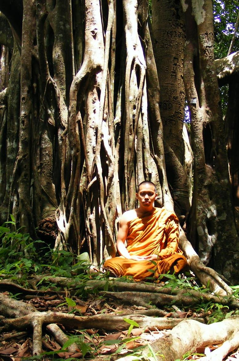 Buddhist_monk_in_Khao_Luang-Sukhothai